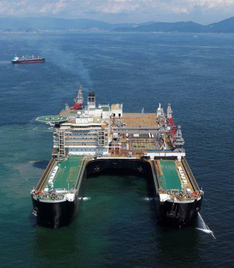 Grootste schip van de wereld koerst naar Rotterdam