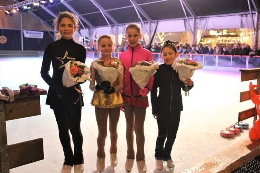 De vier meisjes hebben succes met hun kür. Van links naar rechts Arina van Boerdonk (11), Lotte Sevcikova (9), Roza de Bont (9) en Emilia Sandu (8).
