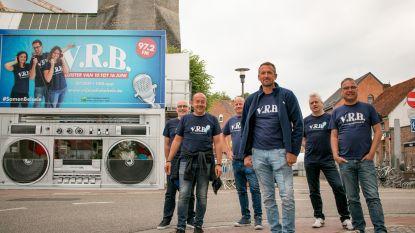 Radio VRB doorbreekt coronastilte en zendt zeven dagen uit vanop kerkplein
