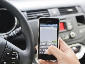 Bellen, chatten of sms'en achter het stuur? Niet met deze 'veilig rijden'-app