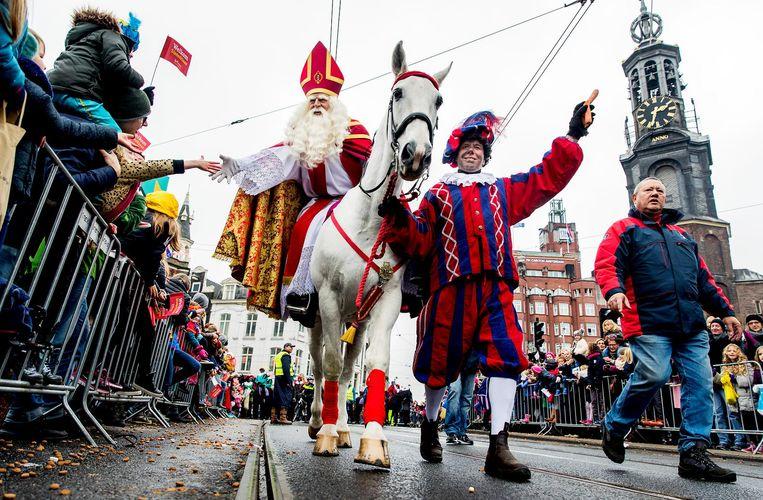 Op de rug van Amerigo werd Sinterklaas jaar na jaar onthaald in Amsterdam. Beeld ANP