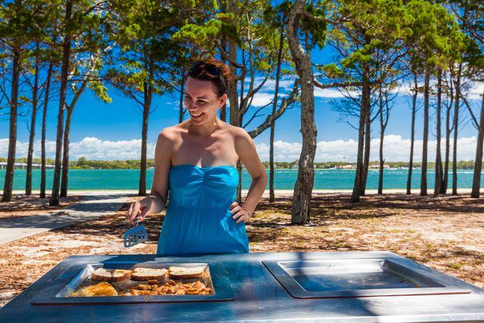 Overal in Australië vind je barbecues die je zo kunt gebruiken. Aansteken en bakken maar.
