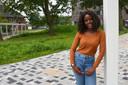 """Marie-Constance op haar schoolcampus: """"Ik denk dat veel jongeren zich in mijn videoboodschap herkennen"""", zegt ze."""