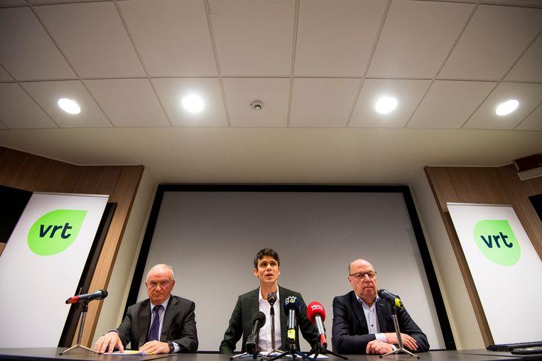 De voorzitter van de raad van bestuur Luc Van den Brande, Vlaams mediaminister Benjamin Dalle (CD&V) en de nieuwe CEO ad interim Leo Hellemans.  Beeld BELGA