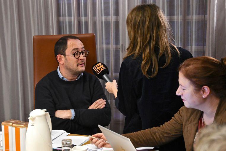 Vincent Van Quickenborne, in een gesprek met StuBru-reporter Michèle Cuvelier