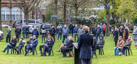 Zwollenaren zijn in het Ter Pelkwijkpark twee minuten stil