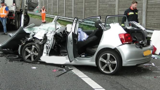 Zwaargewonde automobilist die tegen vrachtwagen op A28 reed is 20-jarige Kampenaar