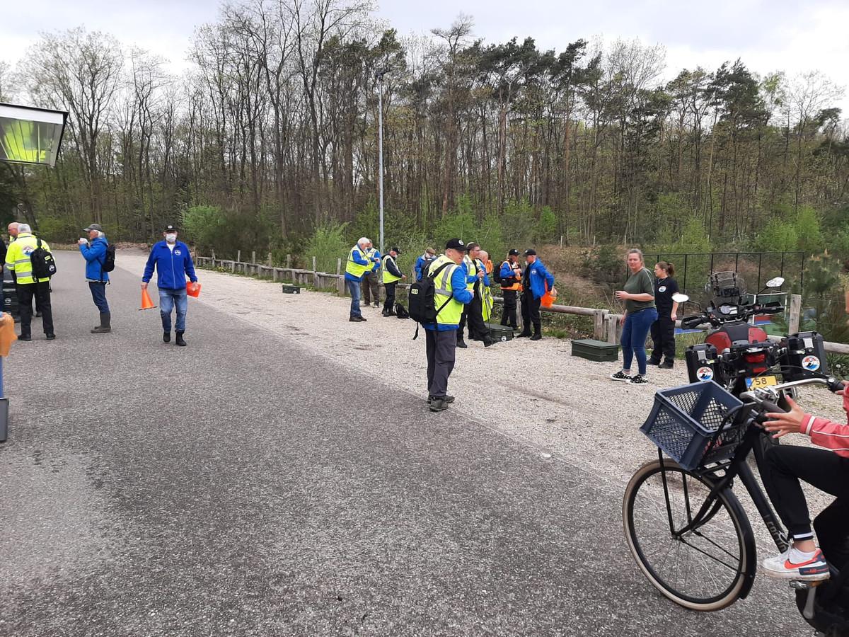 Om 11.00 vertrok de zoekbrigade vanaf de parkeerplaats van hockeyclub Schaerweijde aan de oostkant van Zeist.