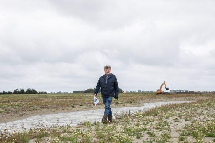 Landschapsarchitect Jan Willem Bosch bij de karrenvelden in aanleg in Dreischor.