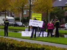 Actievoerders demonstreren tegen vaccinatiebeleid