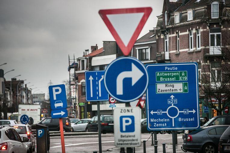 Vilvoorde spant in Vlaanderen de kroon met het meeste aantal verkeersborden per vierkante kilometer. Beeld Bas Bogaerts