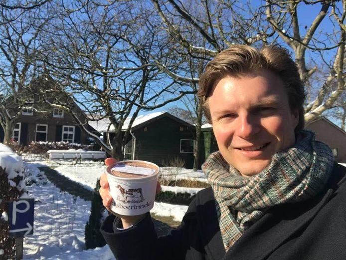 Ruben Brekelmans promoot het ijs van het IJsboerinneke uit Moergestel.