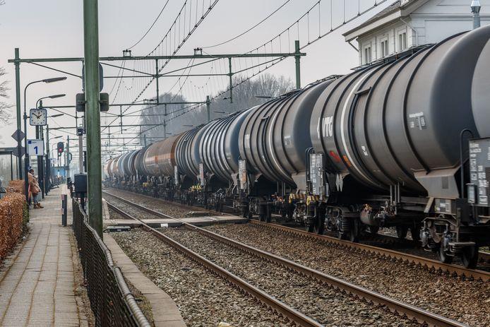 Het Comité Goederentreinen Nee vreest grote overlast door goederentreinen op het traject Meteren/Boxtel.