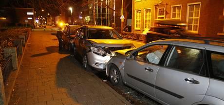 Vrouw raakt onwel en rijdt op geparkeerde auto's in Dongen