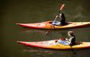 Kanoërs in de Oudegracht in Utrecht. De komende week laat de zon zich regelmatig zien en worden temperaturen boven de 20 graden verwacht.