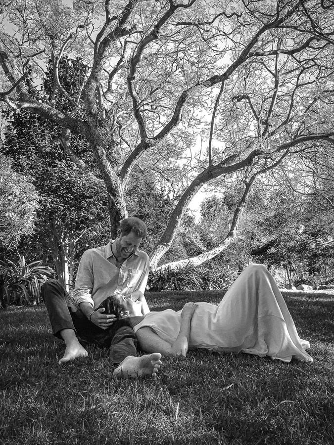 Harry en Meghan kondigden met deze foto aan dat ze opnieuw zwanger zijn.