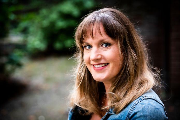 Suzanne de Heij, musicalster en dirigent van het koor Summertime.