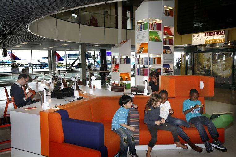 De bibliotheek op Schiphol. Beeld COR DE KOCK
