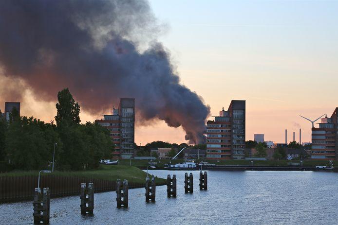 Op 4 juni 2013 brak een grote brand uit bij European Liquid Drumming ELD op Weststad in Oosterhout. De gemeente had in 2012 de grootste moeite om het bedrijf in het gareel te krijgen. Als dat eindelijk 'gelukt' is, breekt er brand uit.