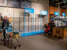 Reportage: Run op wc-rollen en blikvoer in Zoetermeerse supermarkten