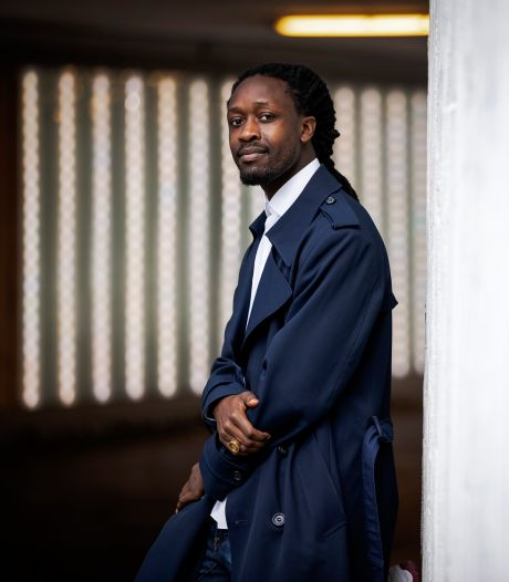 Akwasi ontvangt FunX Award voor strijd tegen racisme