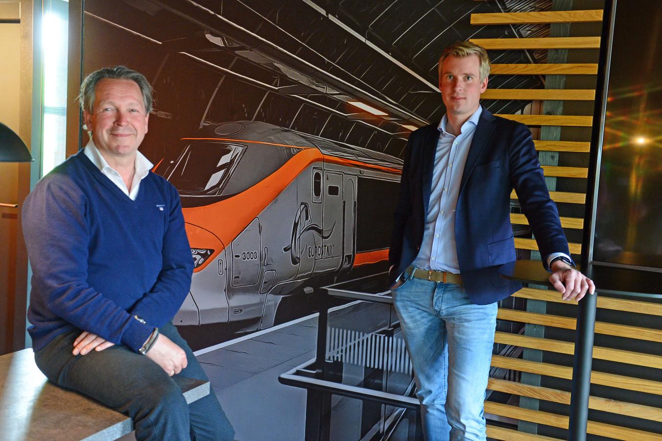 Directeuren Bart van Munster (r) en Alexander Mul (l) van ticketingbedrijf Sqills. Het Enschedes bedrijf is verkocht aan Siemens voor 550 miljoen euro.
