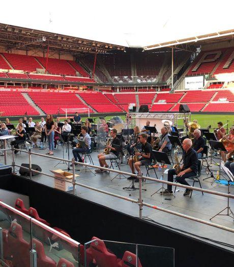 LIVE: Hulde aan de zorg - live concert vanuit het Philips stadion