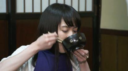 VIDEO. 300 kommen noedelsoep in 17 minuten? Geen probleem voor deze Japanse!
