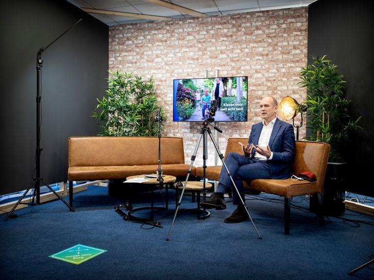 Lijsttrekker Gert-Jan Segers van de ChristenUnie beantwoordt live vragen op Instagram.  Beeld Hollandse Hoogte /  ANP