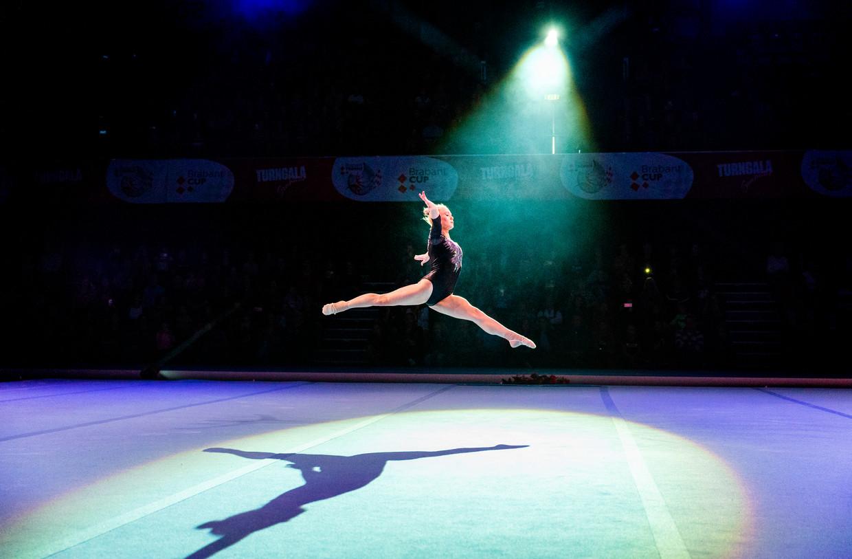 De Russische Angelina Melnikova in actie tijdens haar oefening  Beeld Jiri Buller