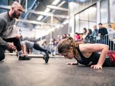 Iets doen tegen geweld tegen vrouwen? Utrechtse politici halen geld op met tientallen push-ups