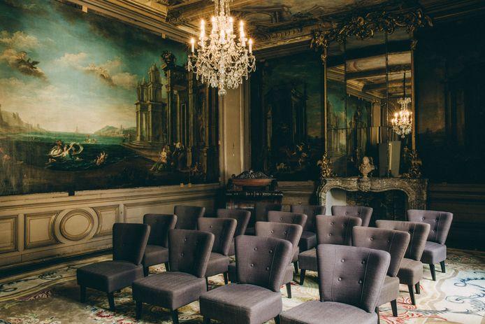 Het koningssalon, met een indrukwekkende muurschildering