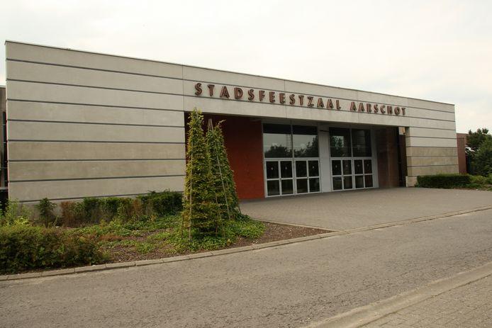 De Stadsfeestzaal ontvangt dit jaar uitzonderlijk de feesttent in Nieuwrode.
