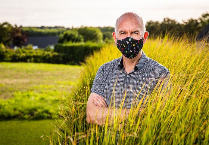 """Voor Geert Molenberghs moet een cafébezoek kunnen, buiten of in een goed verluchte zaak. """"En als het personeel niet die plastic rommel draagt, maar een echt mondmasker."""""""