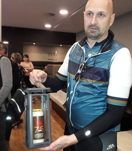 Bossche ambtenaren fietsen 650 kilometer naar Wales: in het kader van Bossche bevrijding 75 jaar geleden