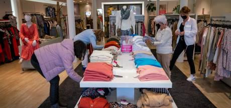 Spontane klanten weer terug in de winkelstraat in Elst