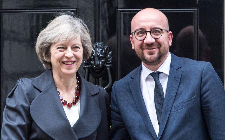 May en Michel aan Downing Street 10, de ambtswoning van de Britse premier. Beeld Photo News