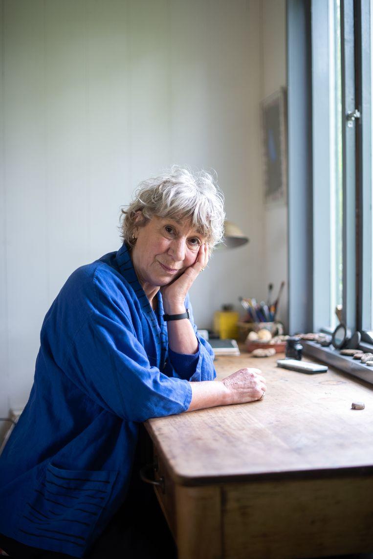 Julia Blackburn: 'Alle wetenschappers met wie ik sprak waren al als kind begonnen met speuren, krabbend in oeroude grond.' Beeld Tom Lucas