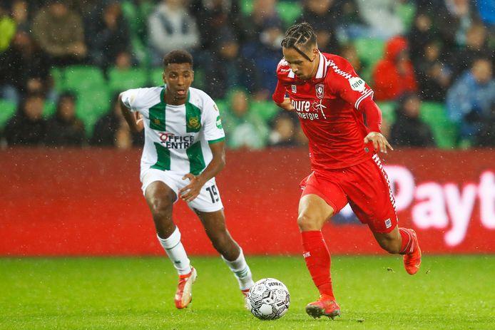 Luca Everink (rechts) in actie tegen FC Groningen.