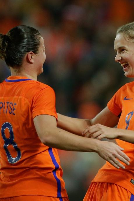 Oranjevrouwen ontgroeien kleine stadions: 'De Kuip? Waarom niet?'