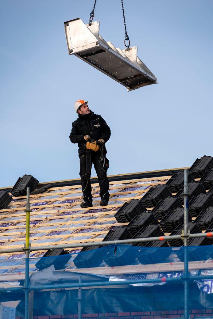 De huurwoningen kregen ook compleet nieuwe, geïsoleerde daken.