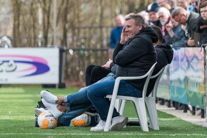 Raymond Schuurman, hier nog in actie als trainer van Berkum, hoopt VVOG dit seizoen voor degradatie uit de derde divisie te behoeden.