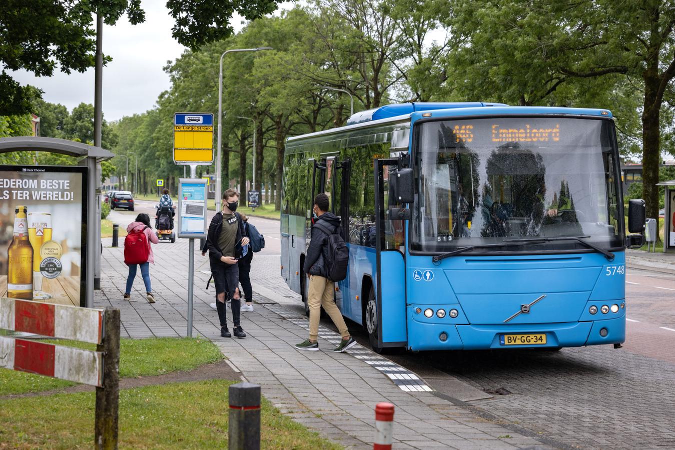 Buslijn 146 rijdt nu tussen Dronten, Swifterbant en Emmeloord, maar rijdt in de nieuwe dienstregeling van volgend jaar mogelijk alleen nog volgens een vakantiedienstregeling. Vier andere buslijnen in de gemeente Dronten worden mogelijk helemaal geschrapt.