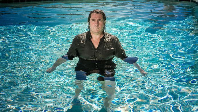 Een jongen van de zee, die heeft water nodig. Gelukkig kan Glynn wanneer hij maar wil in z'n zwembad duiken.