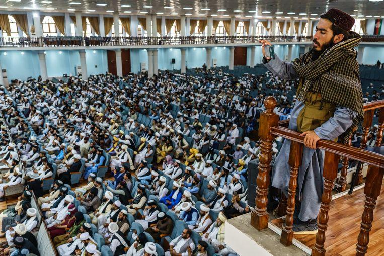 Honderden religieuze leiders wonen een bijeenkomst van de Taliban bij in Kabul. 'Er is een nieuwe realiteit, of we dat nou leuk vinden of niet', aldus de Duitse minister Heiko Maas.   Beeld Marcus Yam / Getty