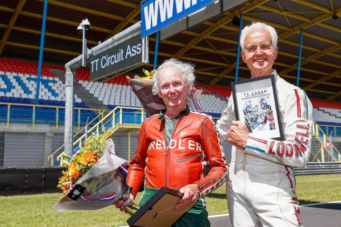 Coureurs Jan de Vries (L) en Wil Hartog  tijdens de viering van de 95e verjaardag van de TT Assen.