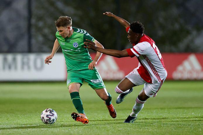 Julian Lelieveld (links) kan bij De Graafschap een verbeterd contract ondertekenen.