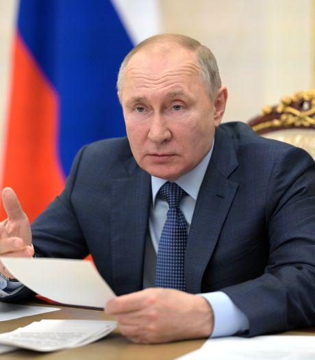 """Vladimir Poutine a reçu la seconde dose du vaccin: """"Suivez mon exemple"""""""