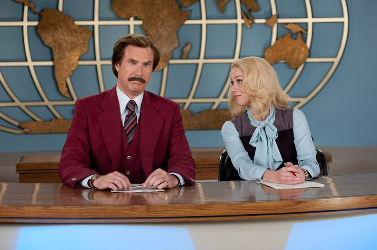 Will Ferrell als 'Ron Burgundy', samen met Christina Applegate in 'Anchorman 2'.