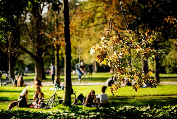 Het is eigenlijk al herfst, maar de temperaturen zijn nog zomers op 15 oktober.